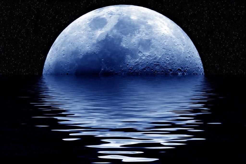 Αναδυόμενη μπλε πανσέληνος / Blue moon rising