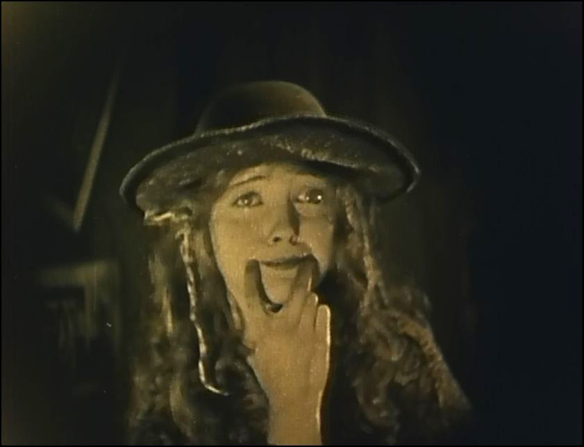 Lillian Gish forced smile in Broken Blossoms by D.W. Griffith / Η Λίλιαν Γκις στο Broken Blossoms
