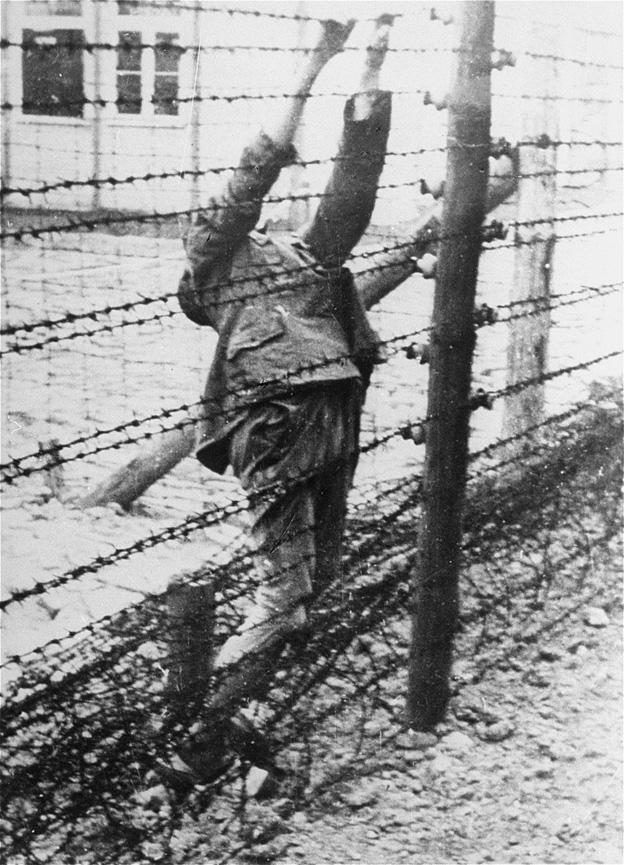 Ρώσος αιχμάλωτος στα ηλεκτροφόρα συρματοπλέγματα / Death of a soviet prisoner.