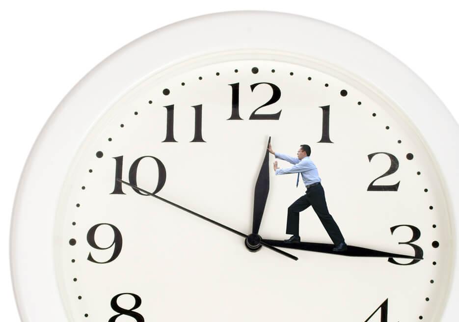 Προσπαθώντας να κερδίσεις χρόνο - Trying to save some time. Man on big clock