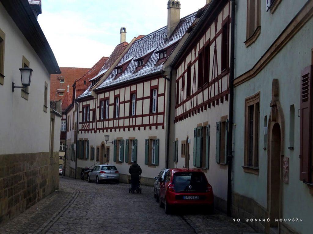 Στενό δρομάκι στο Bamberg της Γερμανίας / Alley in Bamberg, Bayern