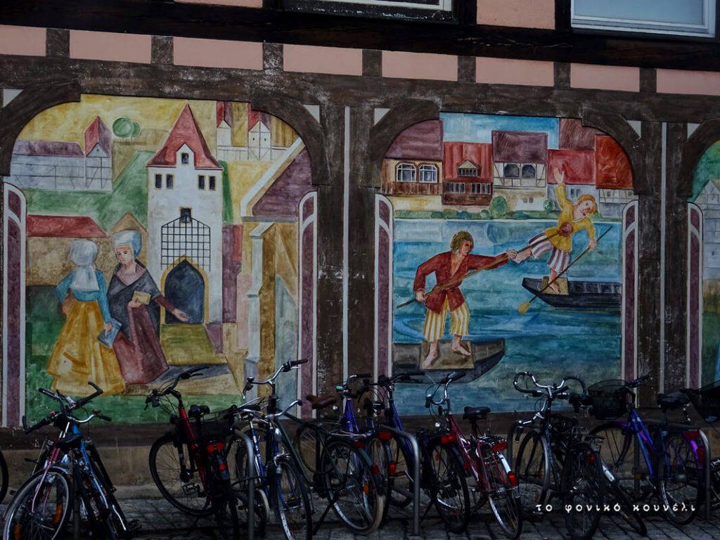 Ποδήλατα και τοιχογραφίες σε δρόμο του Μπάμπεργκ, Γερμανία / Bicycles and murals in Bamberg, Germany