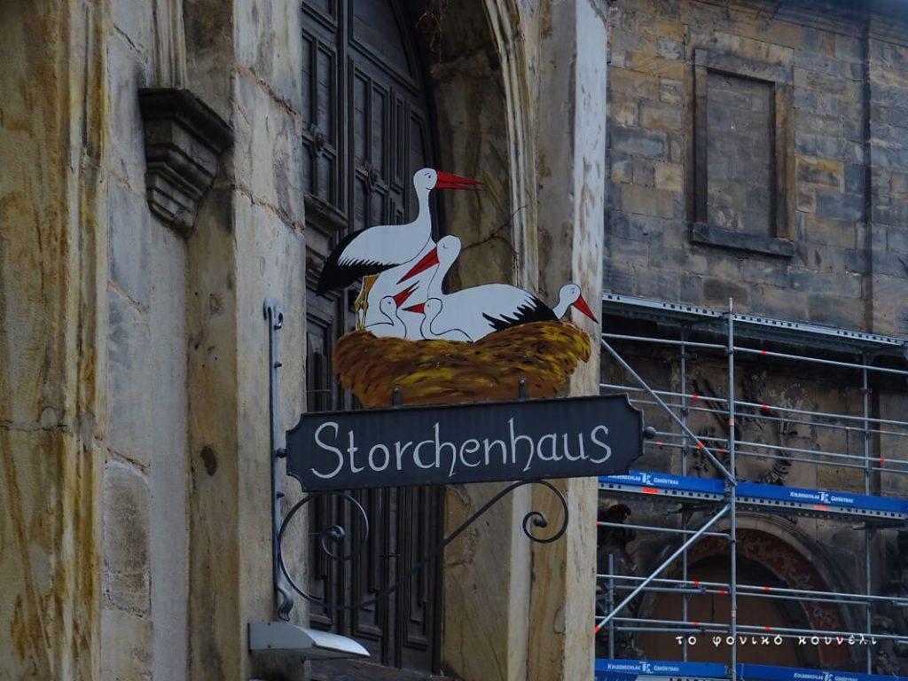 Πινακίδα με πελαργούς στο Μπαϊρόιτ / Stork house in Bayreuth, Germany