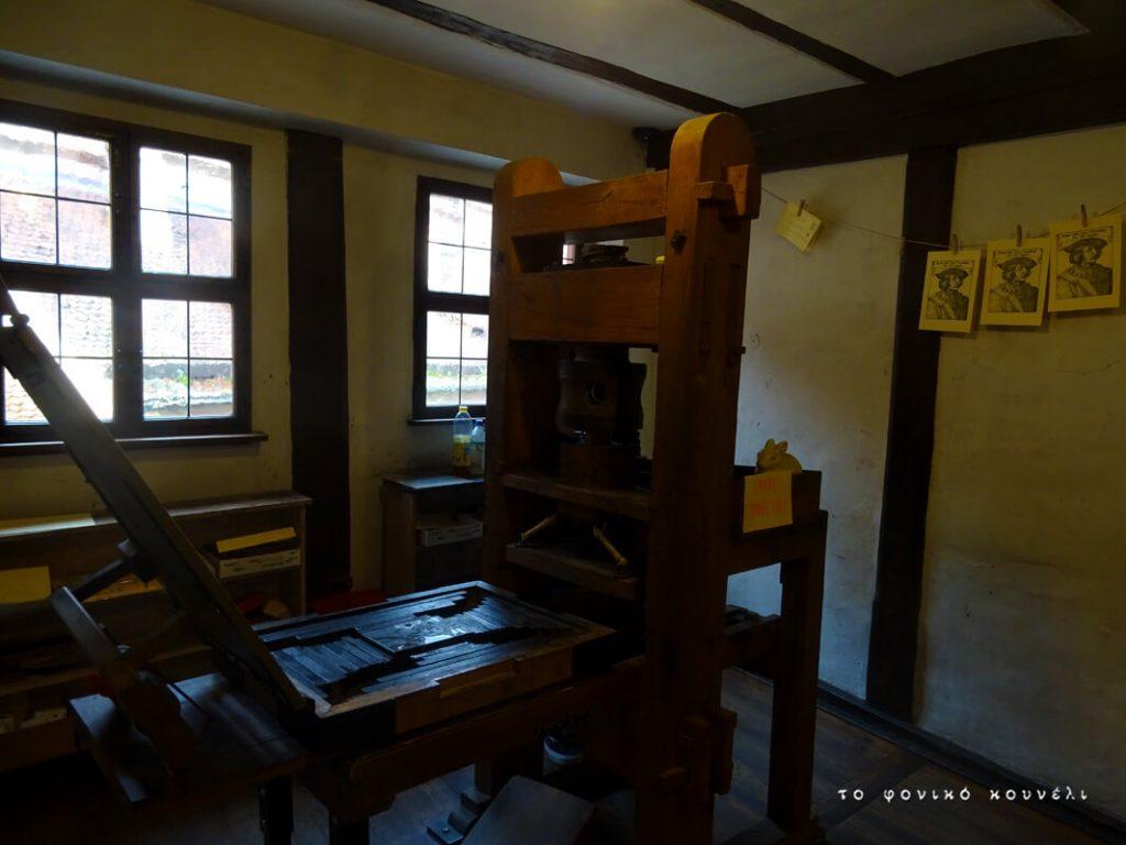 Παλιό τυπογραφικό μηχάνημα στο σπίτι του Ντύρερ, Νυρεμβέργη, Γερμανία / Old printing press in Albrecht Dürer's house in Nuremberg