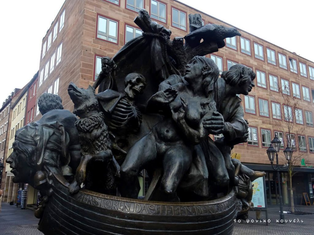 Η βάρκα της ζωής και του θανάτου, από την πλατεία της Νυρεμβέργης / The boat of life and death in Nuremberg, Germany