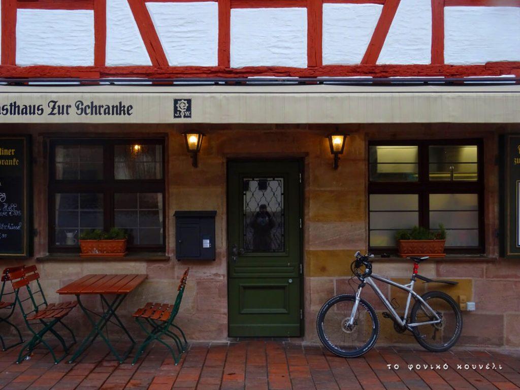 Μαγαζί και ποδήλατο στη Νυρεμβέργη / Store front and bike in Nuremberg, Germany