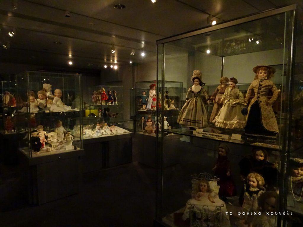 Έκθεση με κούκλες του 19ου αιώνα. Από το μουσείο των παιχνιδιών στη Γερμανία / Dolls from the 19th century. From Nuremberg's Toy Museum