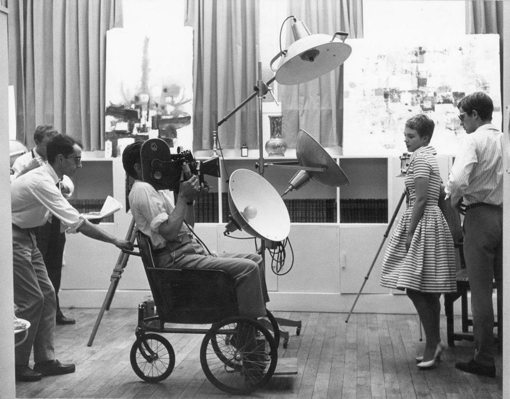 Ο Ζαν-Λυκ Γκοντάρ και οι πρωταγωνιστές του στα γυρίσματα του Με Κομμένη την Ανάσα