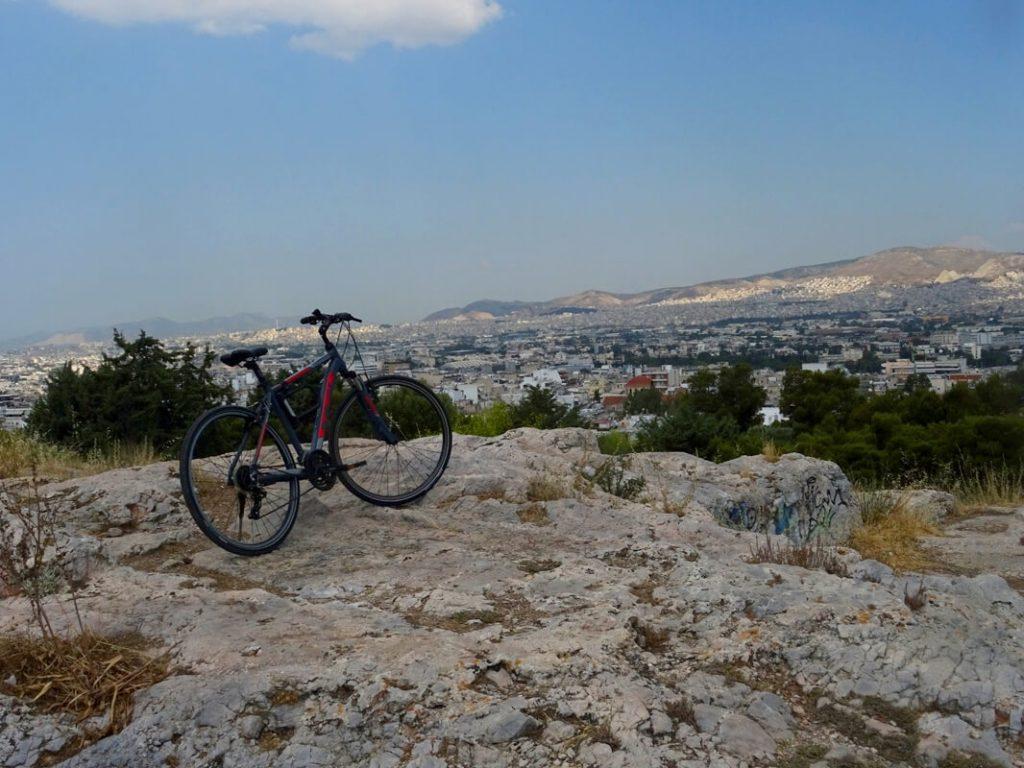 Η θέα της Αθήνας από τα βράχια του Φιλοπάππου