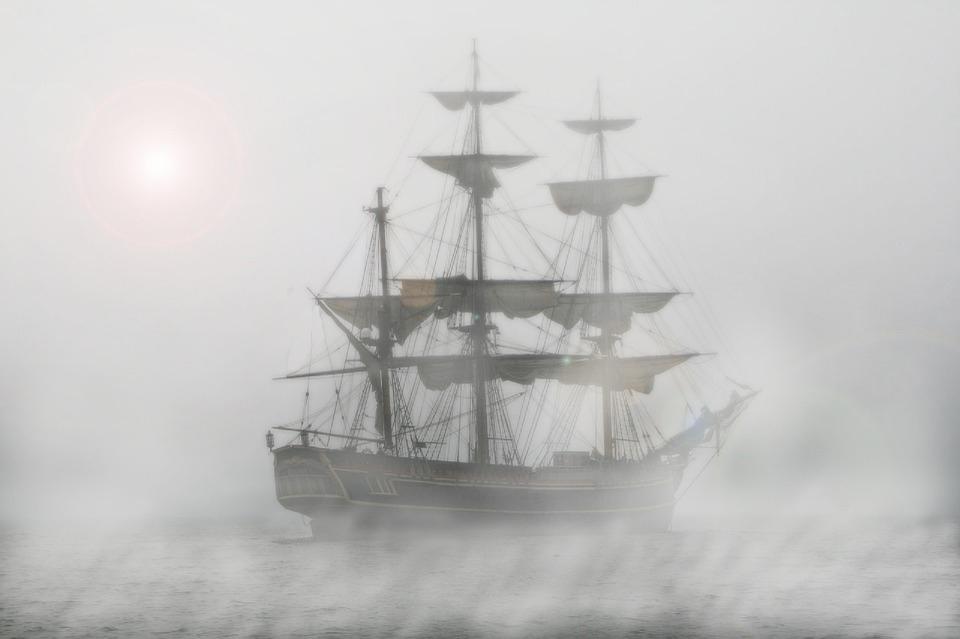 Πειρατικό καράβι στην ομίχλη / Pirate ship