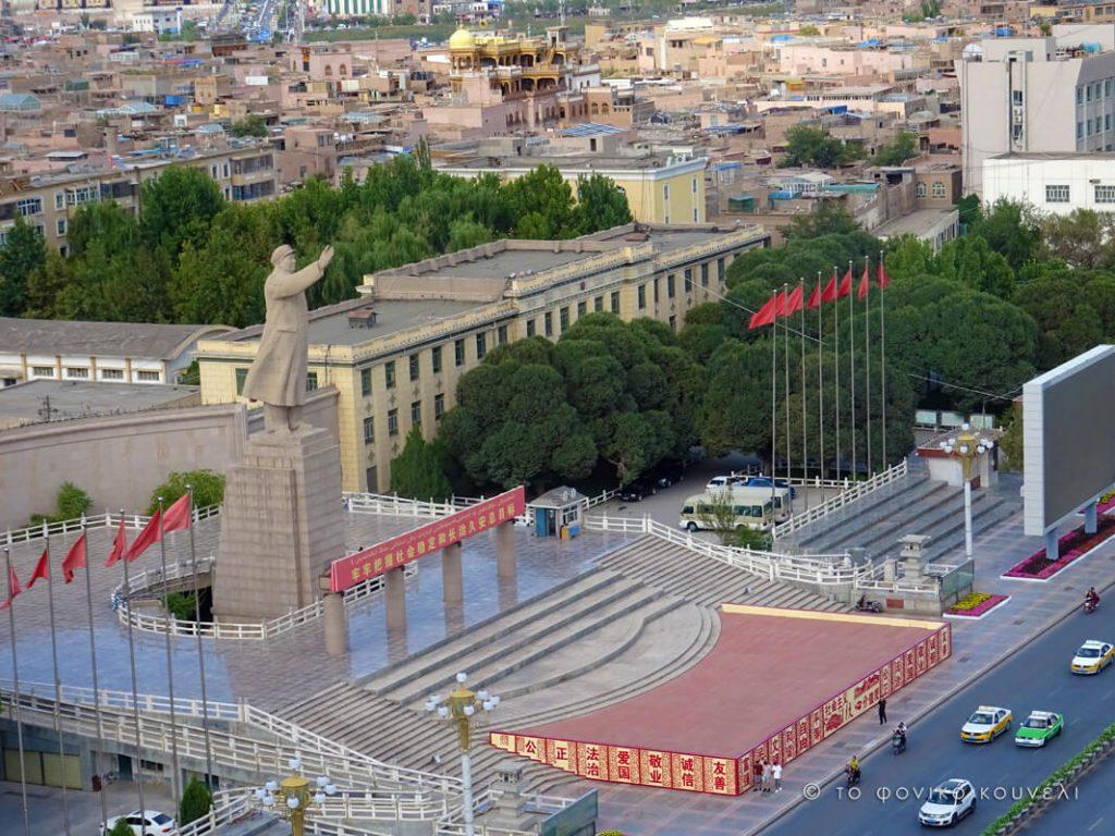 Κίνα, στο δρόμο του μεταξιού... Το άγαλμα του Μάο στο Κασγκάρ / China, on the Silk Road
