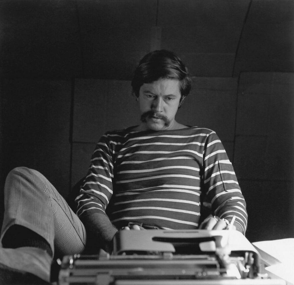 Tom Robbins on his typewriter
