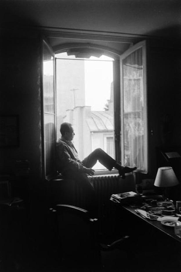 Albert Camus sitting on a window / Αλμπέρ Καμύ