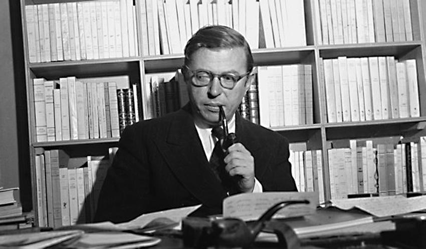 Ο Ζαν-Πολ Σαρτρ στο γραφείο του / Jean-Paul Sartre in his office