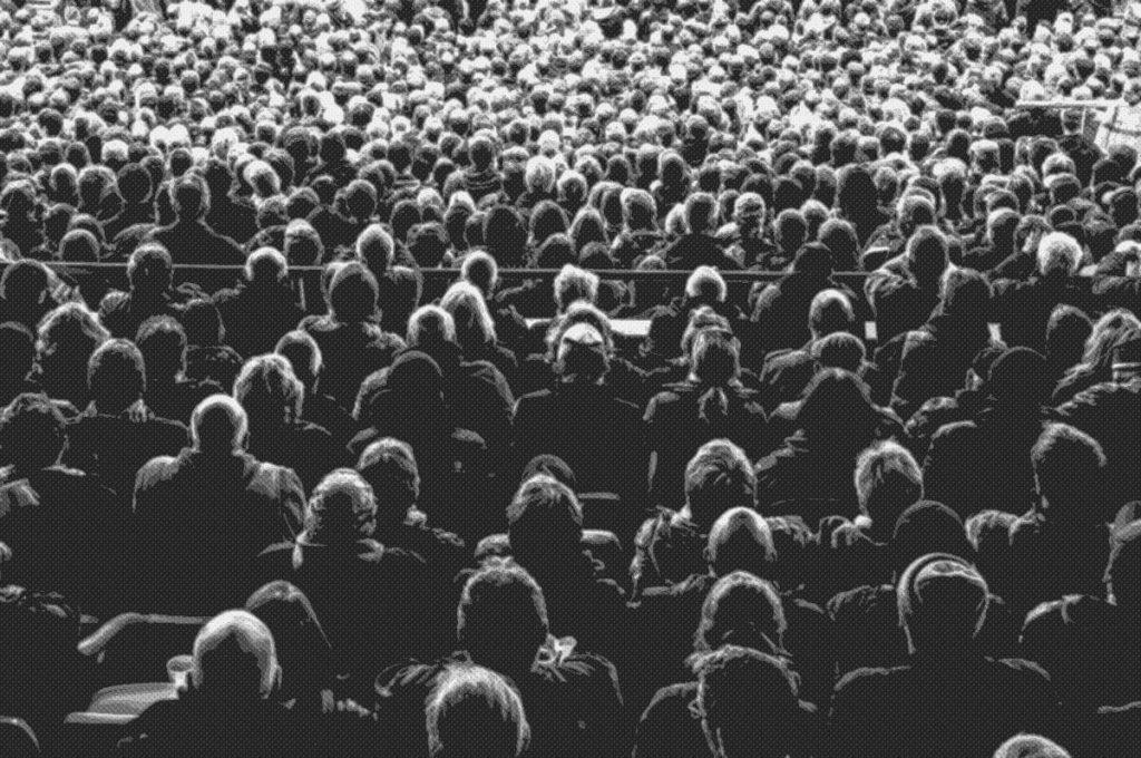 Ο άνθρωπος στο πλήθος / The mass crowd