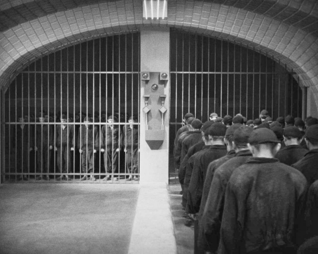 Οι μάζες των εργατών στο Μετρόπολις / Workers in Fritz Lang's Metropolis