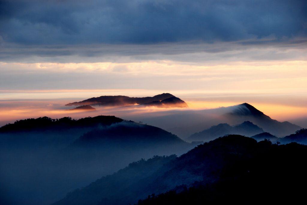 Ορείνο τοπίο στο λυκόφως / Twilight mountain view