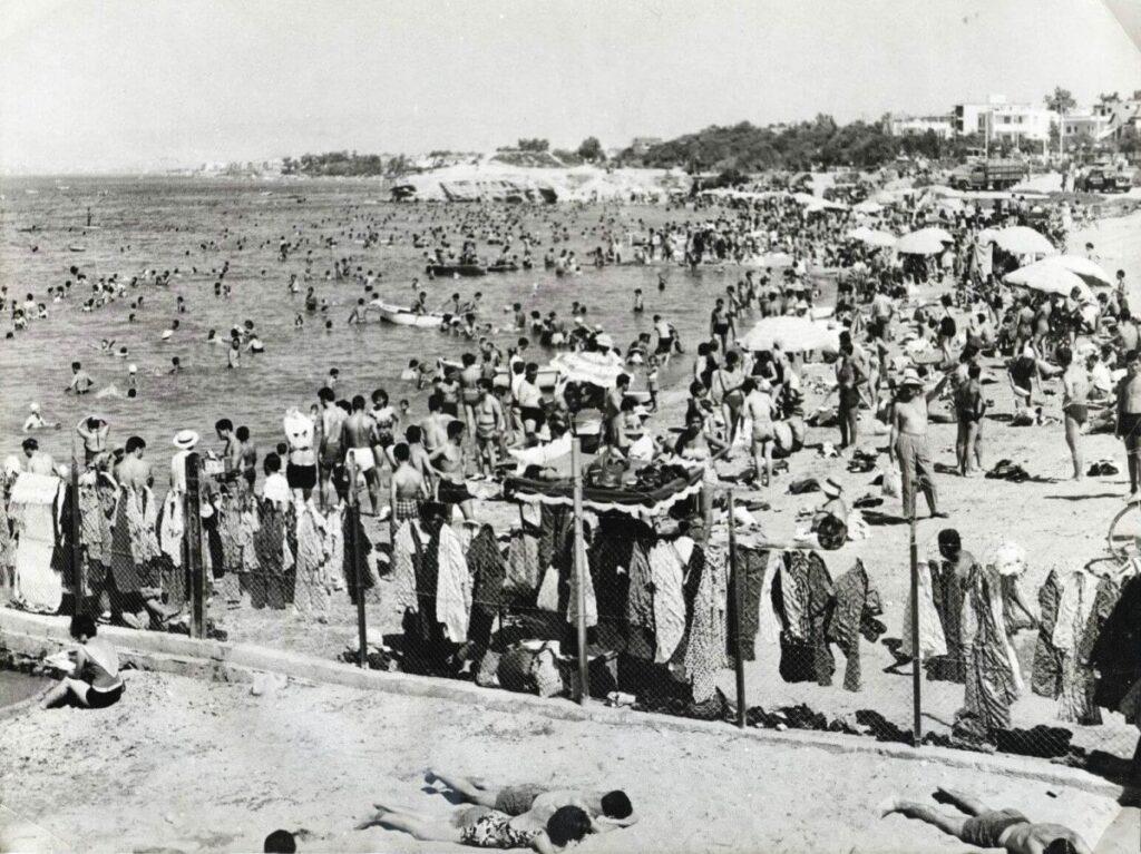 Σκηνές από το καλοκαίρι στην παλιά Αθήνα της δεκαετίας του 60... Η παραλία στον Άλιμο